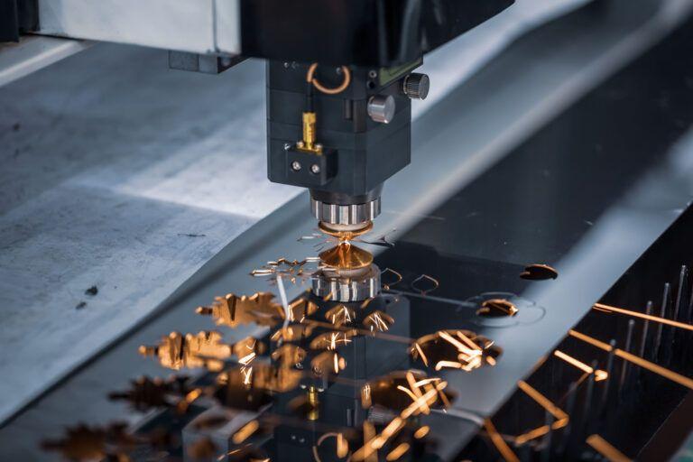 CNC laserskærer af metal